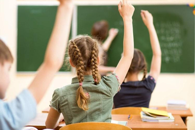 Praha 5 přispěje i letos na nepedagogické pracovníky základních a mateřských škol