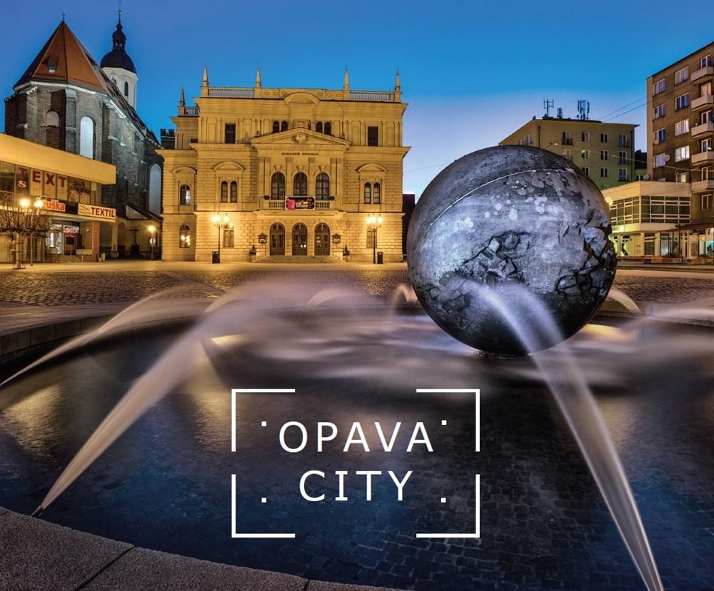 Popis: Úvodní strana knihy OPAVA CITY.