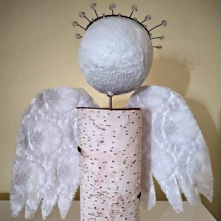 Popis: Každý pátek odpoledne se v okně muzea na Nové louce objeví Anděl, který u sebe bude mít určitou indicii.