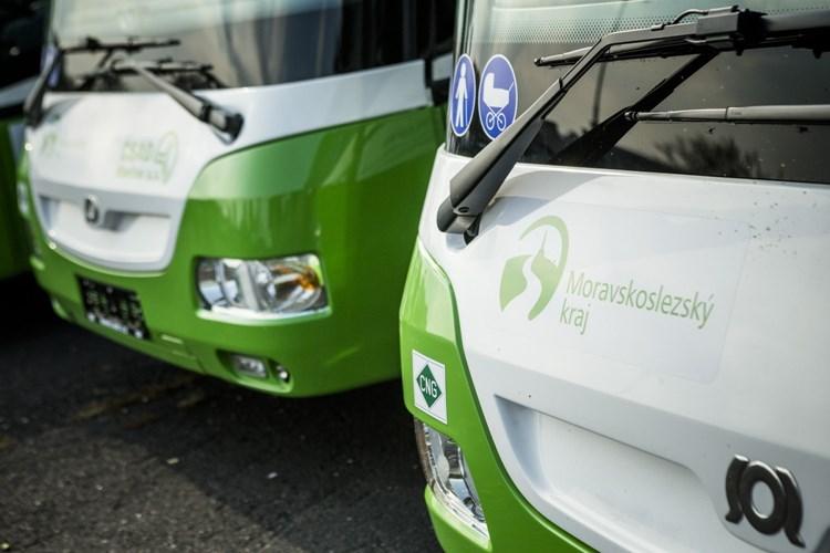 Mění se jízdní řády autobusů a vlaků. Málo využívané linky se ruší, ve všech autobusech bude wifi a možnost platit kartou