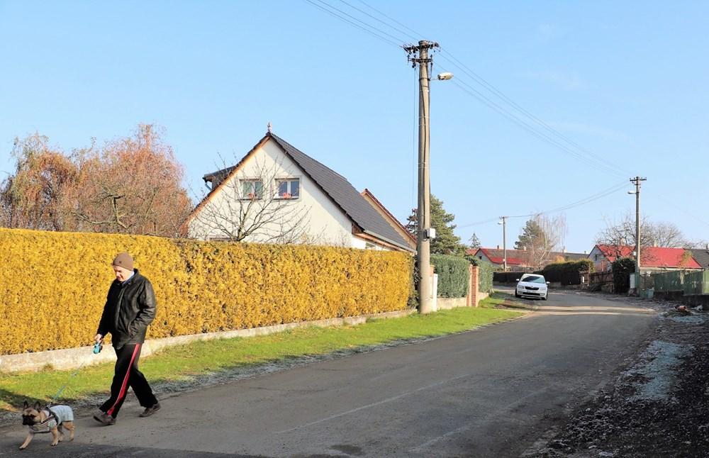 Vzhled čtvrti s rodinnými domy se díky tomuto zásahu zlepší – už tu nebudou letité betonové sloupy veřejného osvětlení, minulostí se stanou i ´nadzemní dráty´.