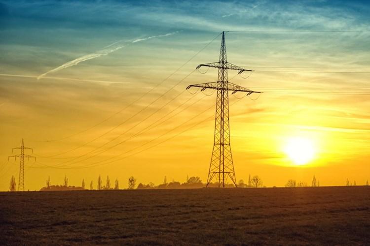 Nízké ceny elektřiny při jarní vlně rekordně zvýšily dovoz, aktuálně se už zase vyplácí elektřinu z Česka vyvážet