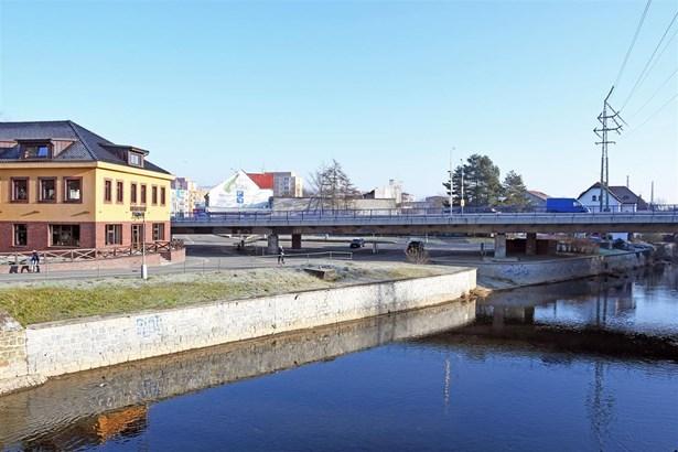 Popis: O nutnosti zrevitalizovat prostor městské tržnice, která se nachází pod mostem silničního průtahu Valašským Meziříčí, se diskutuje dlouhodobě