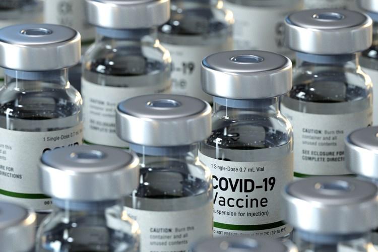 Očkování snížilo počty nakažených zdravotníků, registrovat se k němu mohou i pedagogičtí pracovníci