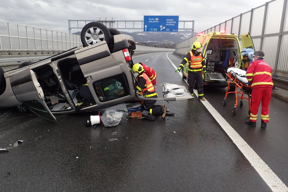 Při ranní nehodě v Třinci došlo ke zranění pěti osob.
