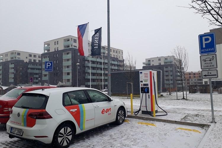 E.ON otevřel novou rychlodobíjecí stanici v Praze - Stodůlkách