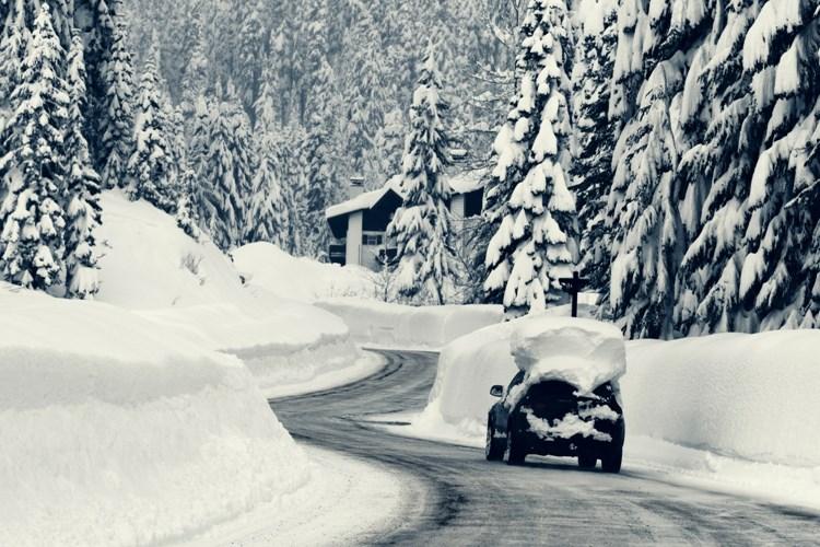 Se sněhem na autě nejezděte. Není to jenom nezodpovědné ale taky nelegální