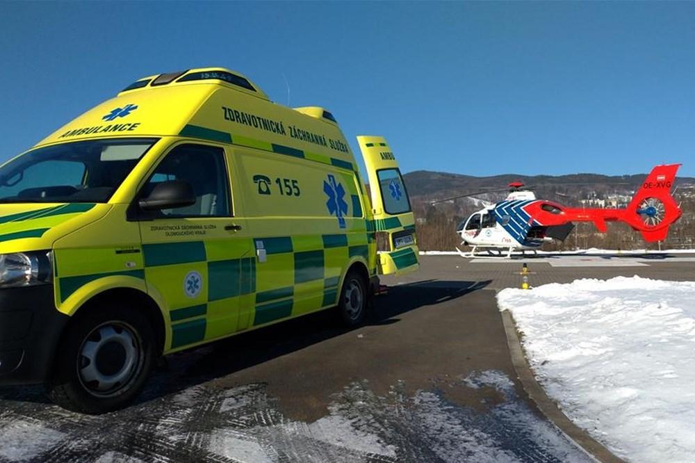 Týmy ZZS resuscitovaly muže v havarovaném automobilu na Frýdecko-Místecku