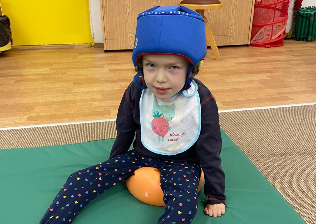 28. února si připomínáme Světový den vzácných onemocnění. Potýká se s ním i šestiletá Adélka a devítiletý Lukášek