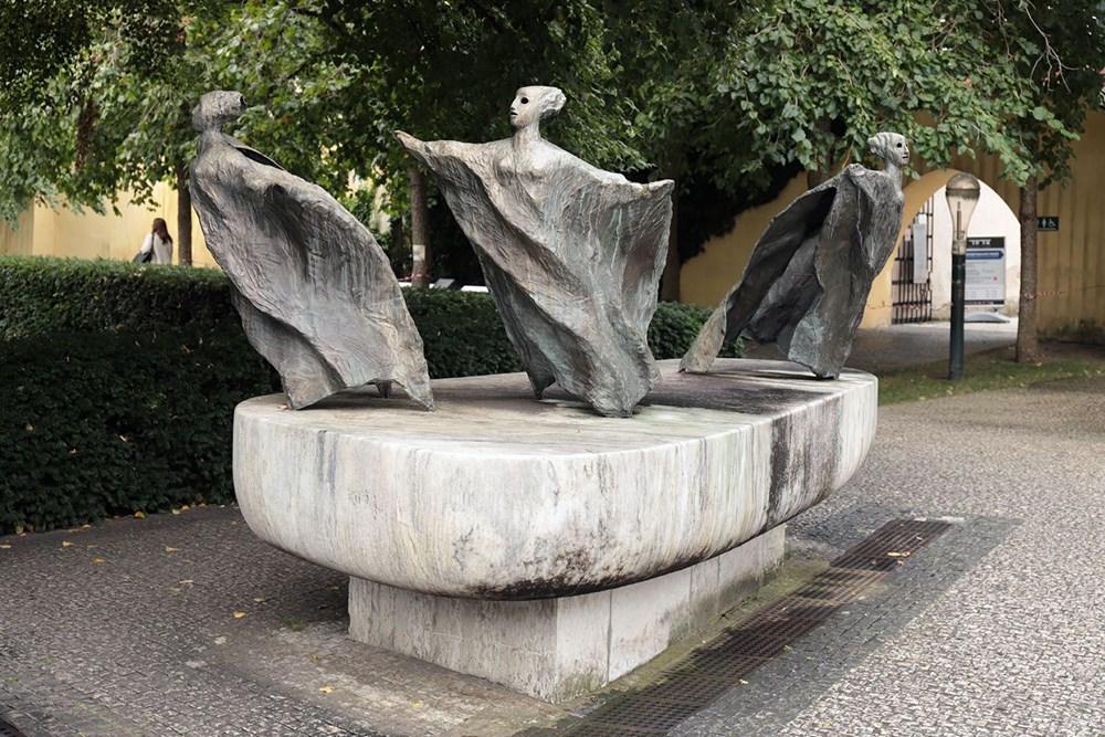 Fontána s divoženkami / Klimeš Josef / Praha 01, Františkánská zahrada
