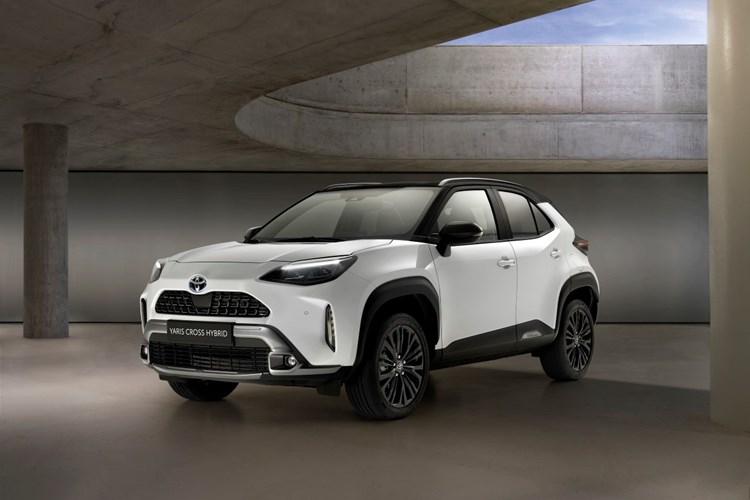 Toyota odhaluje Yaris Cross Adventure s výbavou pro cesty mimo město