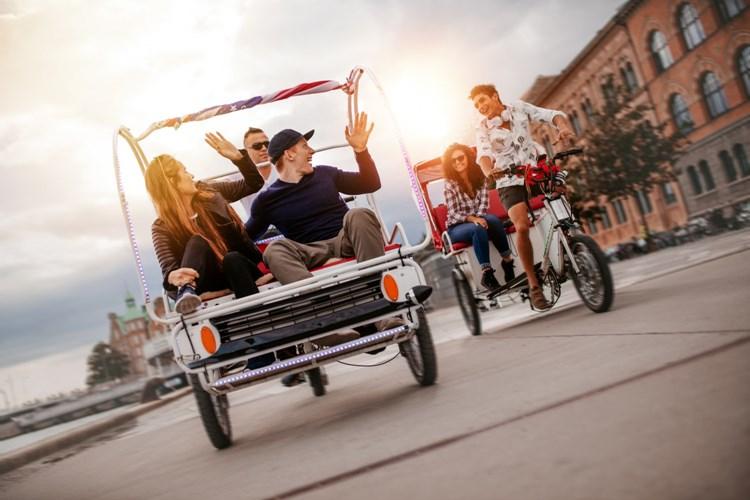 Z centra Prahy zmizí křiklavé reklamní rikši