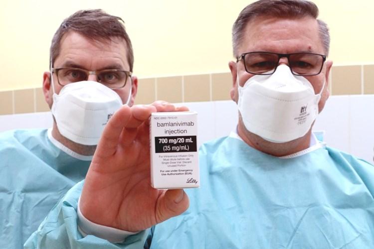 První pacientka v Ústeckém kraji dostala lék bamlanivimab
