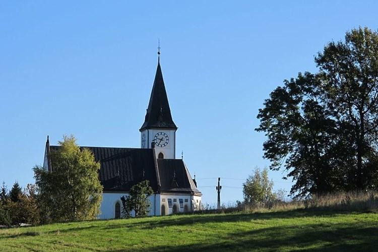 Horní Maxov zve na kostel, roubené chalupy i mokřady