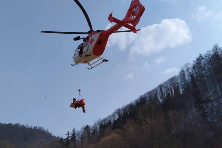 Obtížný zásah u zraněného lesního dělníka na Opavsku