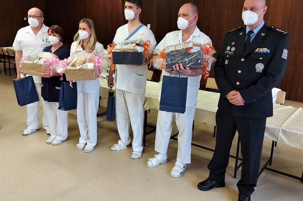 Stateční zdravotníci krnovské nemocnice zadrželi ozbrojeného zloděje