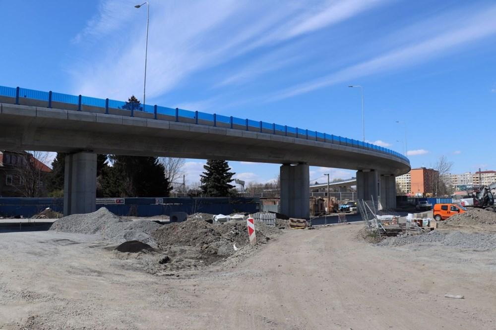 Takto vypadá nová estakáda, kterou buduje Ředitelství silnic a dálnic. Pro lepší výjezd z Předmostí bude na křižovatce u Prostějovské ulice umístěn semafor.