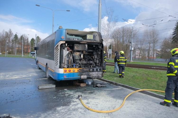 Požár autobusu na ostravském terminálu Hranečník