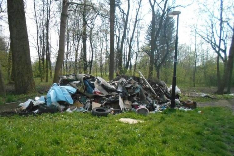 Zbavili se několika tun odpadu, teď jim hrozí miliónová pokuta
