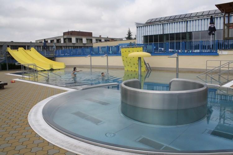 Blesk praštil do bazénu, některé atrakce budou do konce léta mimo provoz