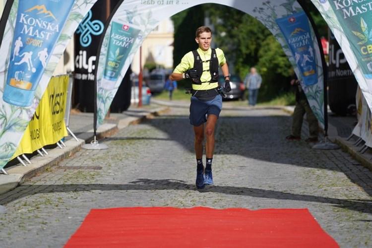 Absolutním vítězem B7 2021 je teprve devatenáctiletý Matěj Beneš