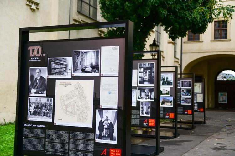 Pražský archiv oslavuje 170 let od svého založení venkovní výstavou