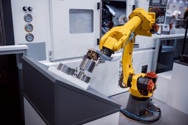 Berou stroje lidem práci? Naopak, firmám stále chybí kvalifikovaná pracovní síla, ukazují průzkumy