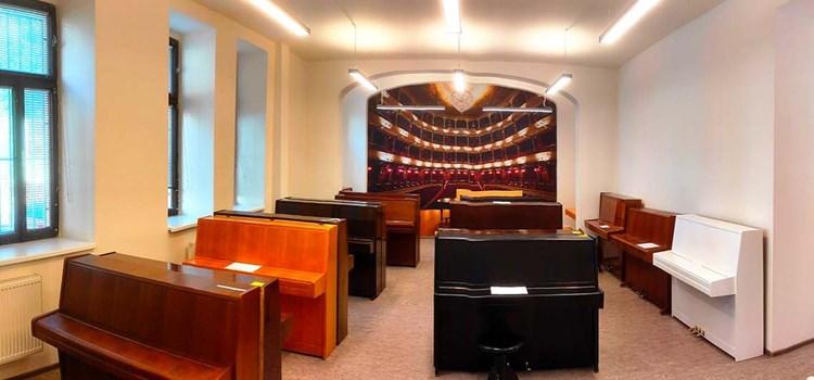 Český hudební fond otevírá nově zrekonstruovanou půjčovnu klavírů v Praze