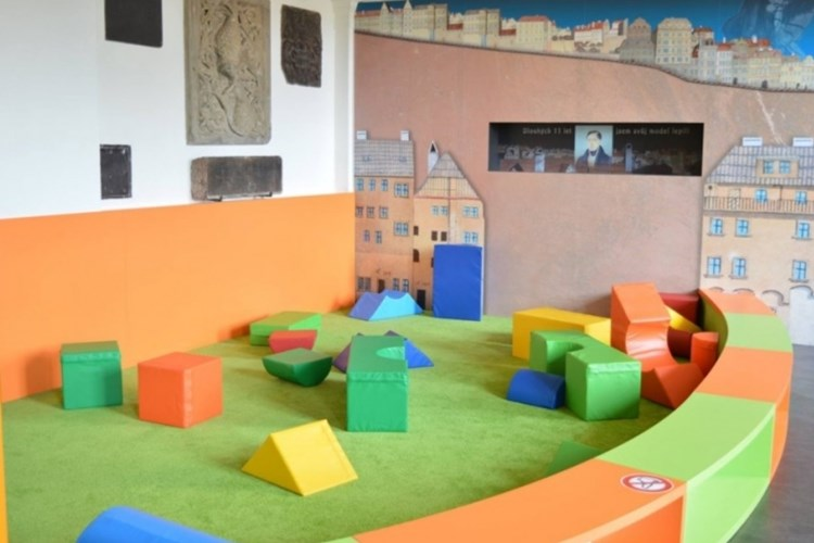 Herna je místem odpočinku pro malé a velké i místem zábavy a poučení