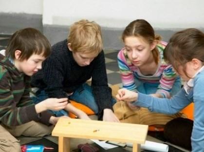 Děti se při plnění úkolů dozví mnoho zajímavostí o životě středověkého člověka