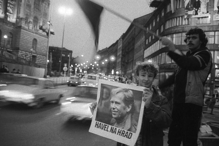 Jak byl ve fotografii reflektován rok 1989? Prohlédněte si výstavu ve Veletržním paláci