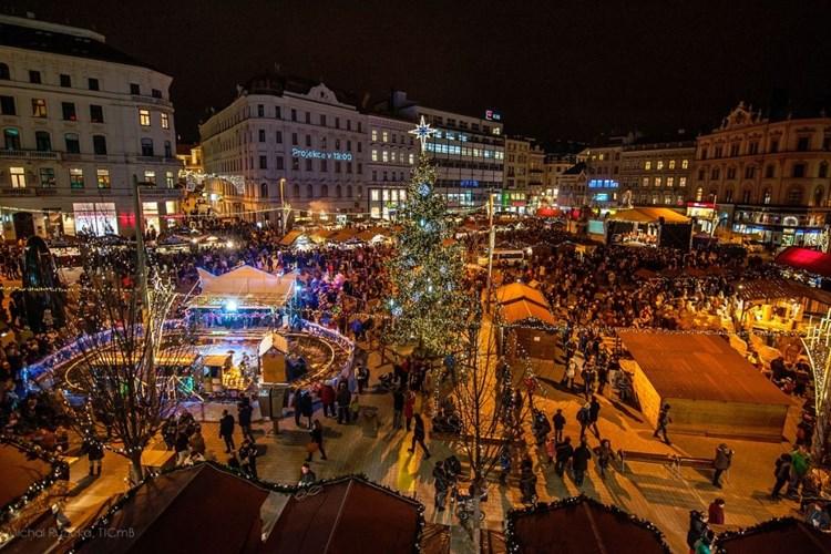Kouzelná atmosféra, živá hudba, gastronomické požitkářství. To jsou Brněnské Vánoce