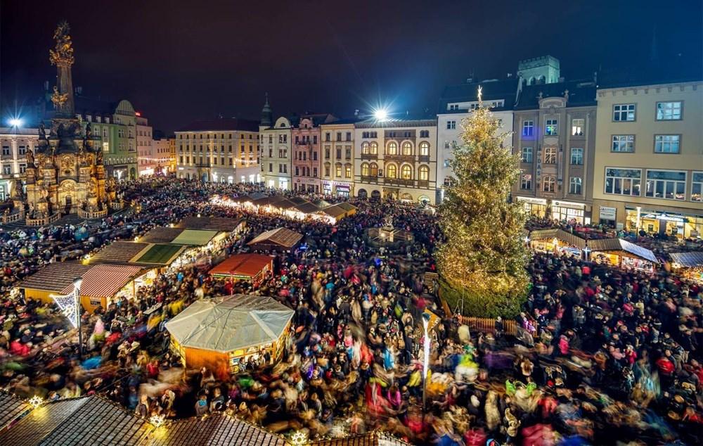 Popis: Vánoční trhy na Horním náměstí v Olomouci.