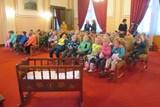 Obřadní síň zaplnily zvídavé děti ze školky