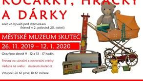 Prohlédněte si v muzeu výstavu, na které uvidíte kočárky, hračky i dárky
