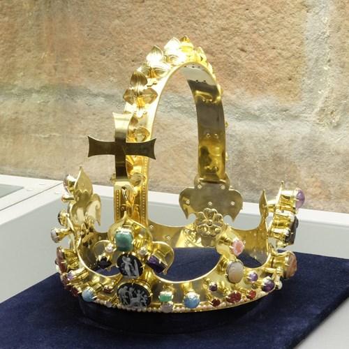 V Klenotnici muzea v Turnově je k vidění kopie koruny Karla Velikého
