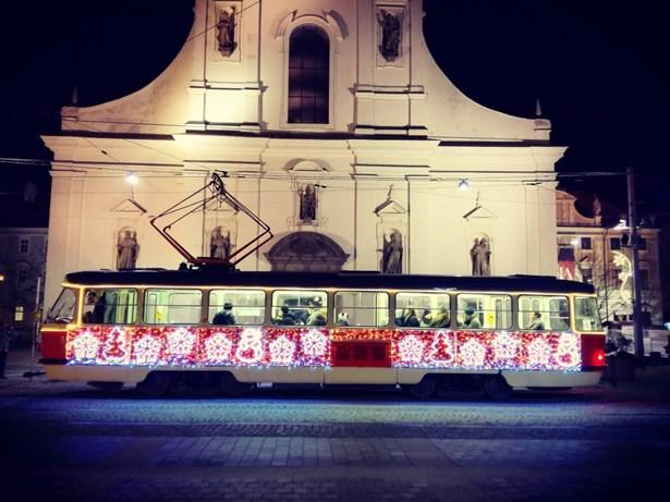 Popis: Vánoční tramvaj se po roce opět rozsvítí.