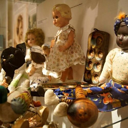 Návštěvníci šumperského muzea si mohou prohlédnout výstavu věnovanou dětským vánočním dárkům