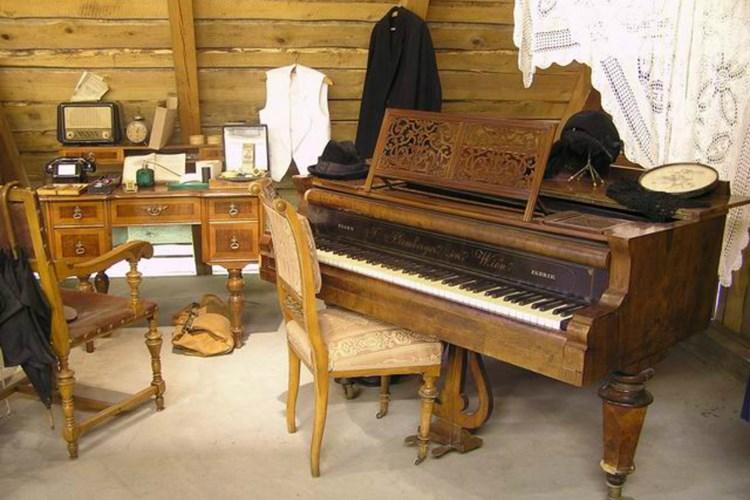 Muzeum v Poniklé zve na místnost faráře i módu 1. republiky