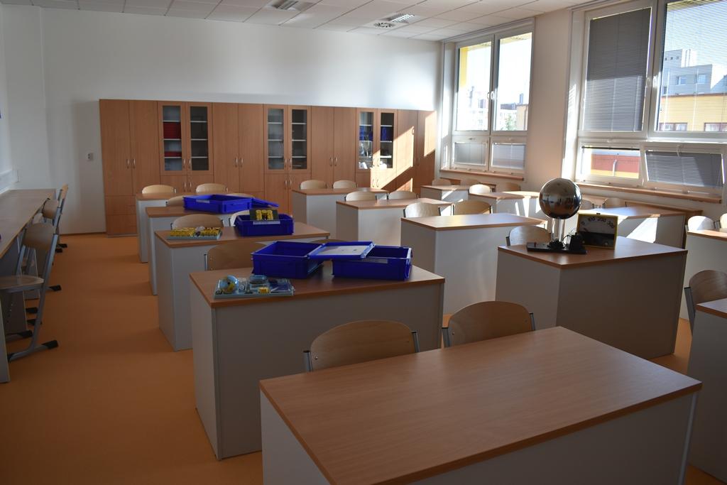 7. základní a mateřská škola má novou nástavbu, vznikly tři odborné učebny