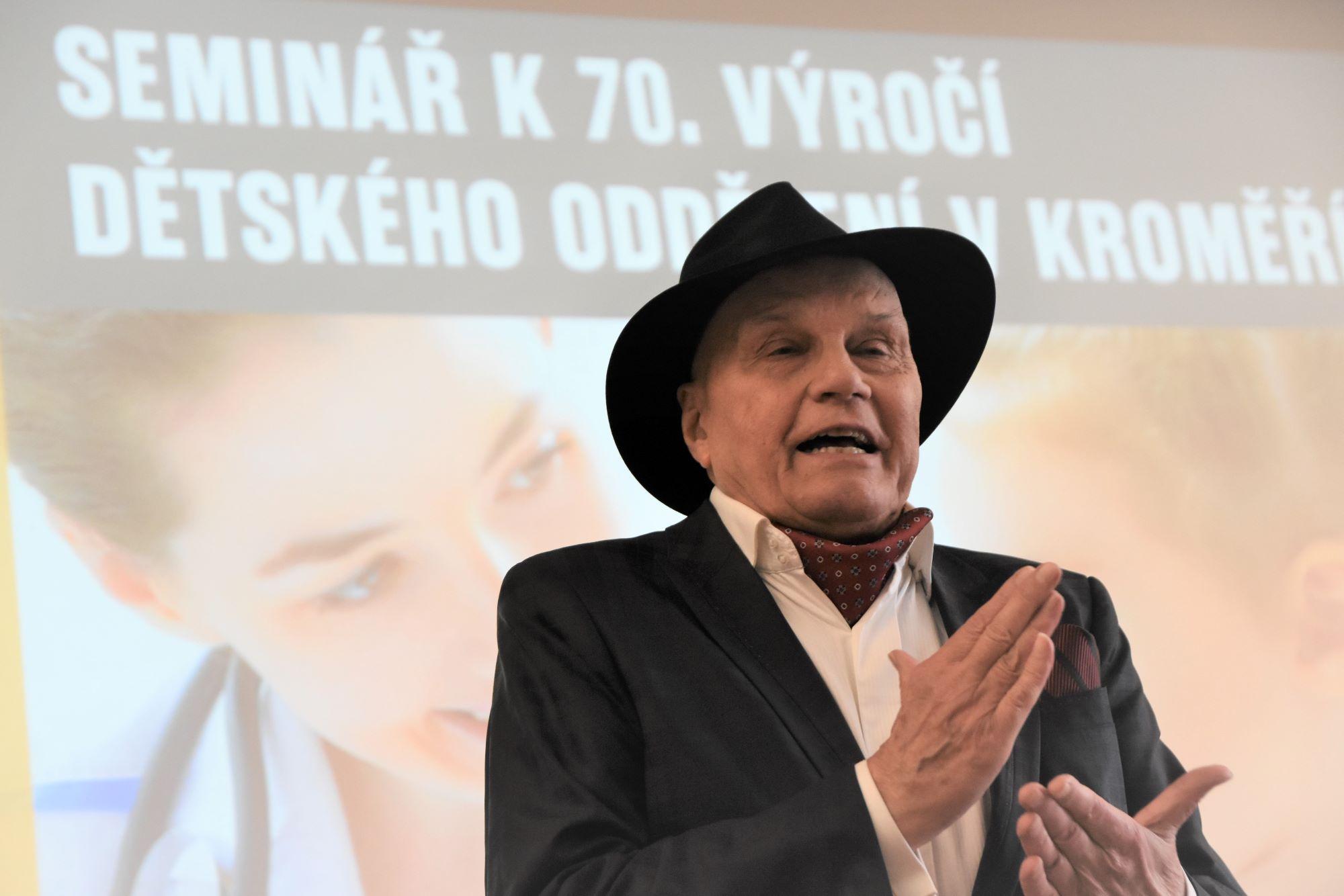 Dětské oddělení v Kroměříži si připomnělo sedmdesát let své existence, blahopřál i herec Jan Přeučil