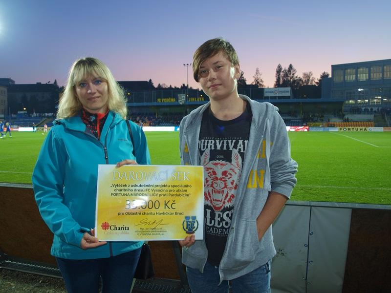 Výtěžek z prodaných dresů jihlavských fotbalistů potěší děti