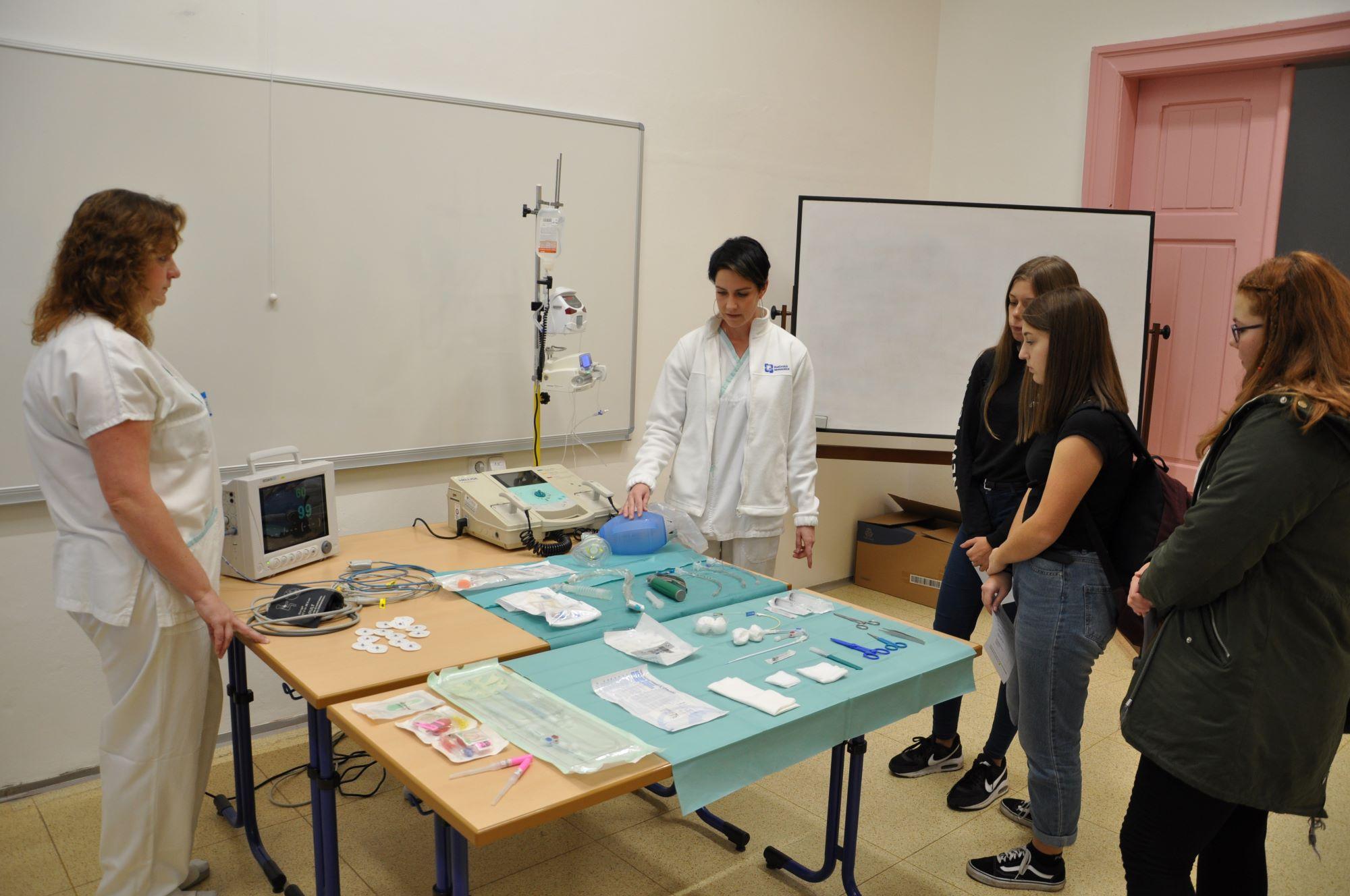 Vsetínská nemocnice přiblíží žákům základních škol práci zdravotníků  na neurologii a rehabilitaci