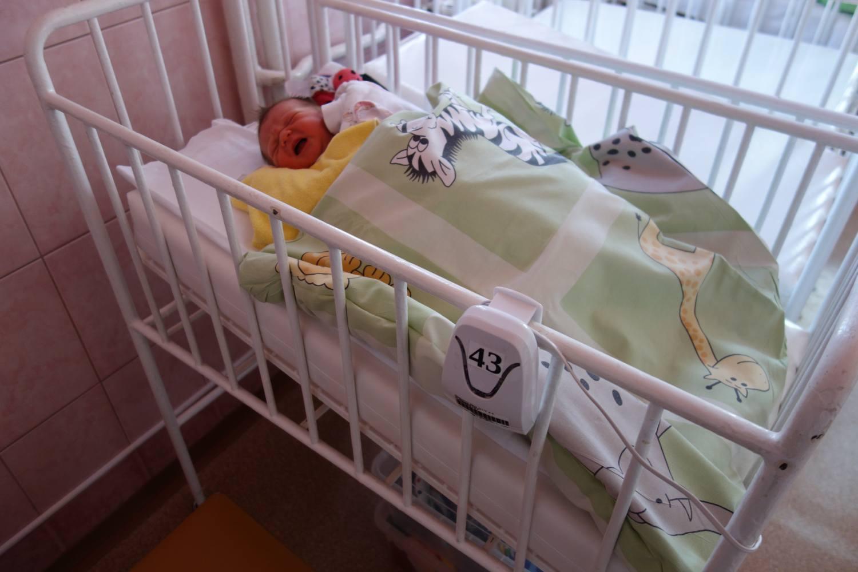 Osm nových přístrojů zajistí bezpečný spánek novorozenců v Nemocnici Nový Jičín