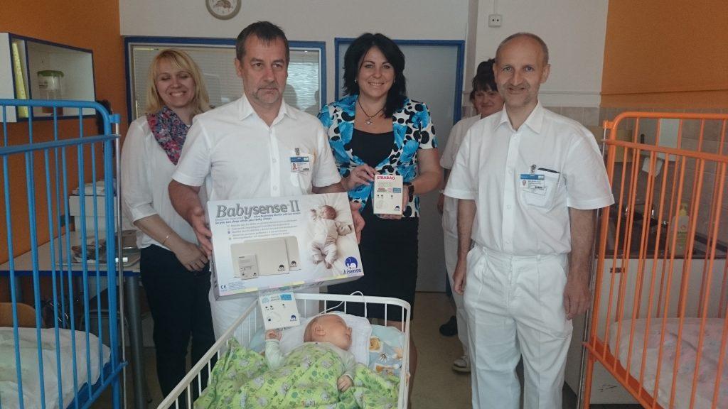 Další monitory dechu jako vánoční dárek pro dětské oddělení pelhřimovské nemocnice