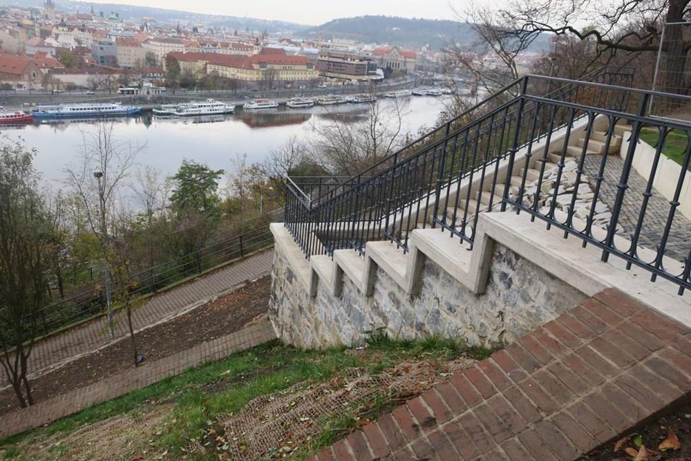 Popis: Praha opravila zapomenutou technickou památku. A sice část původní lanové dráhy.