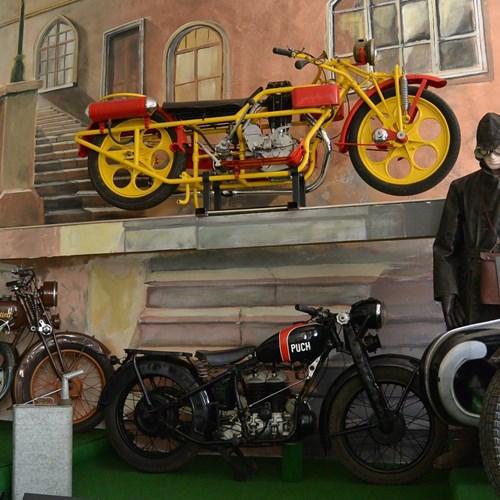 Muzeum historických motocyklů a expozice hraček Bečov nad Teplou