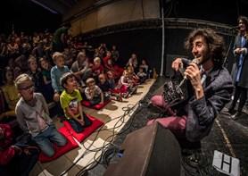 Držitel Grammy Oran Etkin se vrací s unikátním workshopem pro děti
