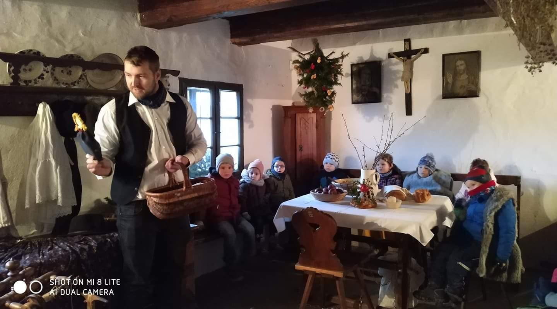 Skoro pět set dětí vidělo v Rymicích, jak se před sto lety slavily Vánoce