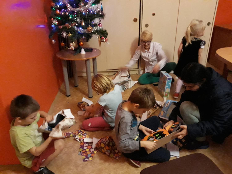 Vyberte si dárek ze Stromu splněných přání a potěšte děti z Charitních domovů v Brodě a v Humpolci